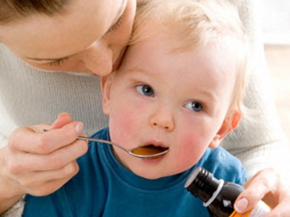 Có nên cho trẻ uống thuốc kích ăn để bé mau lớn
