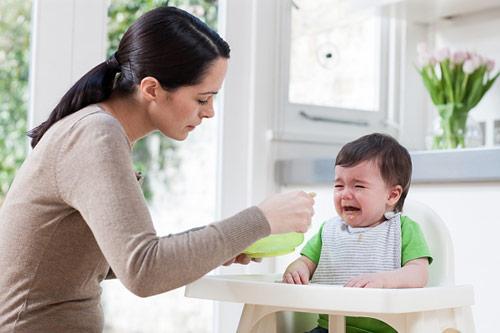 Trẻ biếng ăn nên làm gì